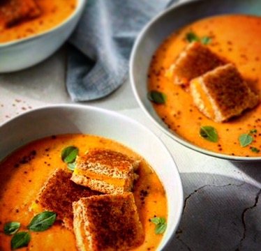 30 Minute Creamy Homemade Tomato Soup with Grilled Cheese Croutons!